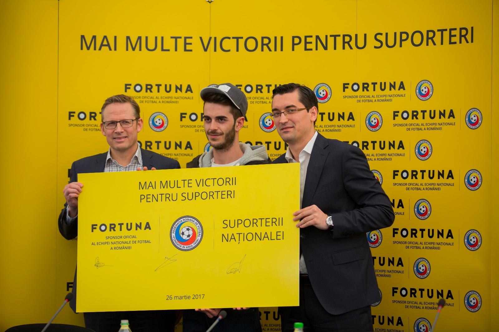 """""""Prin acest parteneriat ne propunem să contribuim la dezvoltarea fotbalului românesc, care este unul dintre cele mai iubite sporturi de echipă din România. Convingerea Fortuna este că fotbalul, precum și toți cei implicați în acest domeniu, inclusiv suporterii, au puterea de a crește acest sport și de a menține integritatea sa. Împreună cu Federația Română de Fotbal ne dorim să susținem și să milităm pentru un Fotbal Curat, inclusiv prin proiecte dedicate"""", a declarat Per Widerstrom – CEO Fortuna Group. """"Suntem bucuroși să avem încă o confirmare a strategiei comerciale de succes pe care Federația Română de Fotbal a implementat-o și să primim în familia fotbalului românesc un membru important, alături de care am convingerea că ne vom bucura pentru succesele Echipei Naționale și pentru reușitele proiectelor dedicate dezvoltării fotbalului. În același timp, campania noastră pentru asigurarea unui climat fotbalistic dominat de integritate se întărește și vom putea implementa noi măsuri prin care fenomenul fotbalistic să fie protejat și să evolueze"""", a declarat Răzvan Burleanu, Președintele Federației Române de Fotbal. La semnarea parteneriatului dintre FORTUNA și Federația Română de Fotbal, ce a avut loc în cadrul unei conferințe de presă, la Centrul Național de Fotbal Mogoșoaia, au participat și suporteri ai Echipei Naționale de Fotbal a României. Aceștia s-au alăturat reprezentanților Fortuna și Federației Române de Fotbal participând împreună cu aceștia la semnarea simbolică, tripartită, de colaborare."""